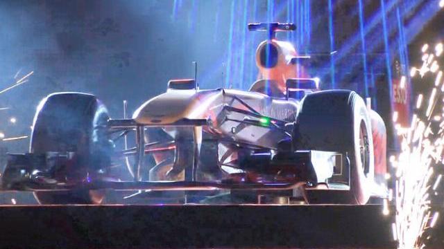 Xe đua F1 trăm tỷ xuất hiện tại Hà Nội