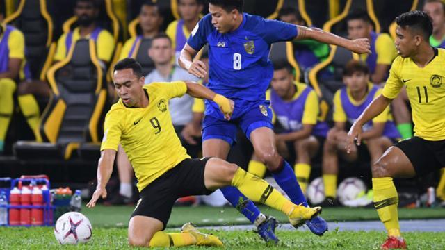 Trung vệ từng thúc cùi chỏ Công Phượng nói gì trước chung kết AFF Cup?