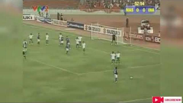 CĐV Malaysia từng 'chơi bẩn' bằng tia laser tại Bukit Jalil khiến người hâm mộ Việt Nam lo lắng