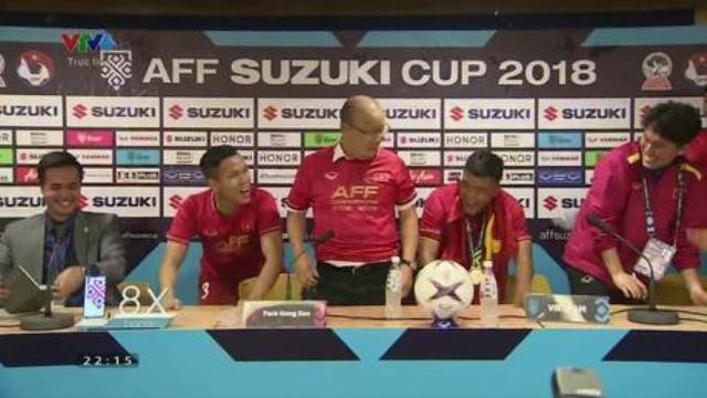 Cầu thủ Việt Nam phá buổi họp báo của thầy Park