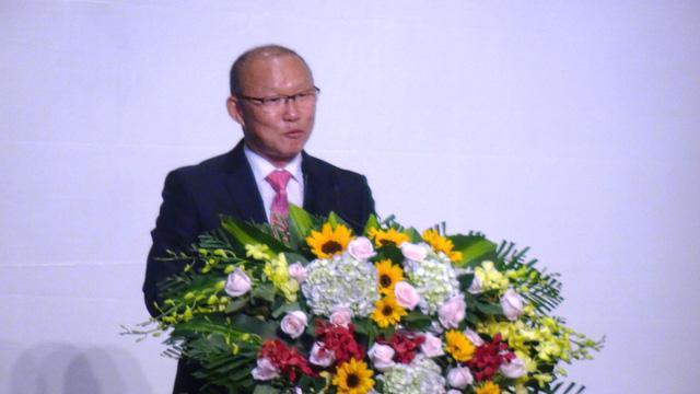 HLV Park Hang Seo dùng 100.000 USD tiền thưởng cho người nghèo và bóng đá Việt Nam
