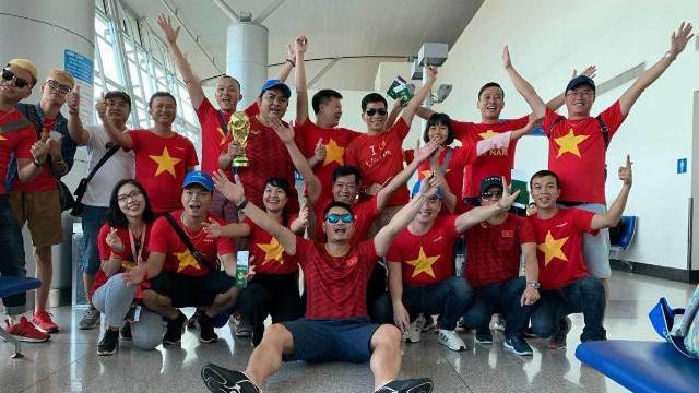CĐV Việt Nam đổ bộ sang Thái, dự đoán Việt Nam 2-1 Thái Lan.mp4