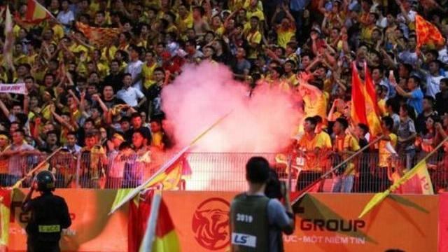 Đây là lý do vì sao pháo sáng bị cấm ở các sân vận động