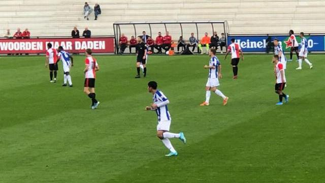 Đoàn Văn Hậu lấy bóng đẳng cấp trước đại gia Feyenoord