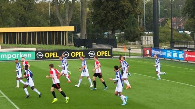 Đoàn Văn Hậu mặc áo số 5 ở trận U.21 Feyenoord hòa U.21 Heerenveen