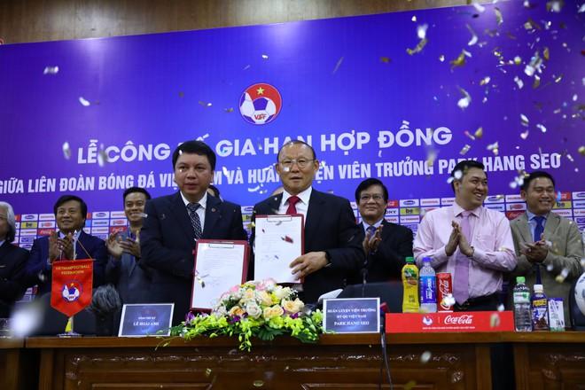 Công bố bản hợp đồng mới của HLV Park Hang-seo