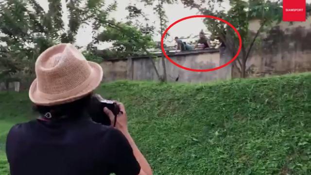 Sự cố bất ngờ xảy ra trong buổi tập của ĐT Thái Lan tại Trung tâm bóng đá Viettel