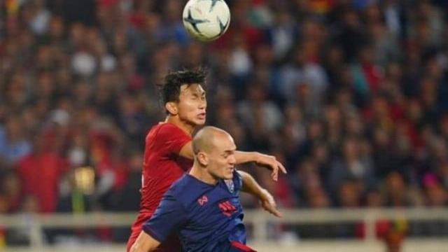 Văn Hậu thi đấu lăn xả giúp Việt Nam thoát khỏi bàn thua