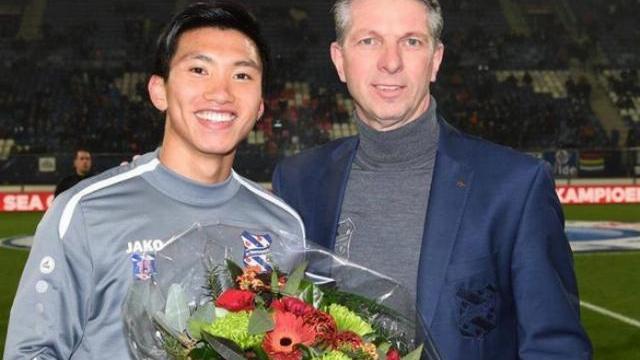 Văn Hậu được CLB Heerenveen vinh danh trước trận gặp Willem