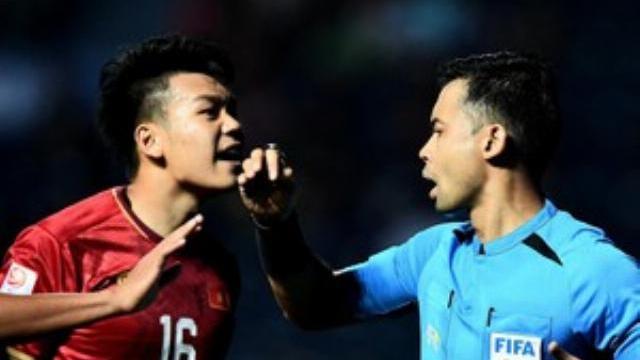 Trọng tài không thổi penalty sau pha chạm tay của cầu thủ UAE