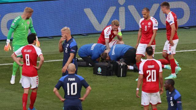 Khoảnh khắc Christian Eriksen đổ gục trên sân