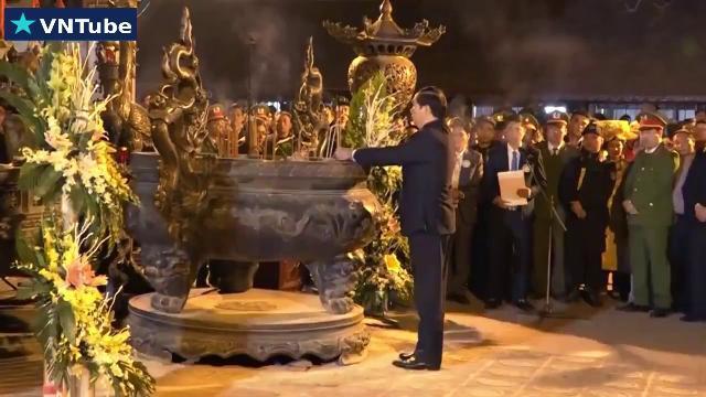 Chủ tịch nước Trần Đại Quang dâng hương và dự lễ khai ấn đền Trần