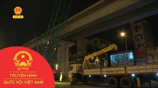 Hà Nội: Cẩu thành công toa tàu đầu tiên đường sắt trên cao