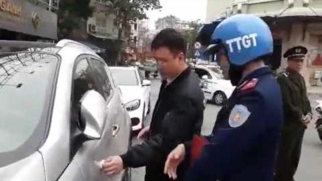 Hà Nội 'mạnh tay' xử phạt lấn chiếm vỉa hè phố cổ sáng 28/2