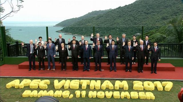Lãnh đạo các nền kinh tế tham dự APEC 2017 chụp ảnh chung ở bán đảo Sơn Trà - APEC 2017
