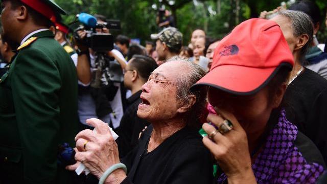 Người dân Thủ đô khóc thương tiễn biệt Chủ tịch Nước Trần Đại Quang