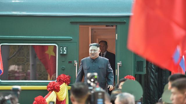 Chủ tịch Kim Jong Un tới ga Đồng Đăng