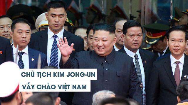 Khoảnh khắc Chủ tịch Kim Jong-un xuống tàu, vẫy tay chào Việt Nam