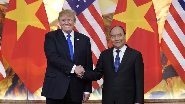 Tổng thống Donald Trump gặp Thủ tướng Nguyễn Xuân Phúc