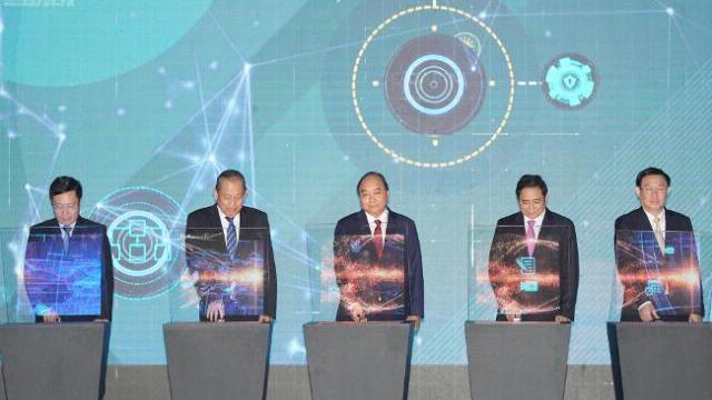 Thủ tướng chủ trì phiên họp e-Cabinet, thông qua nghị quyết đầu tiên bằng iPad