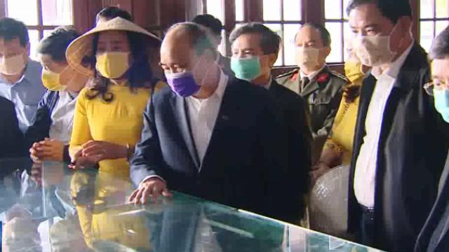 Thủ tướng thị sát phòng chống dịch do virus Corona tại Huế