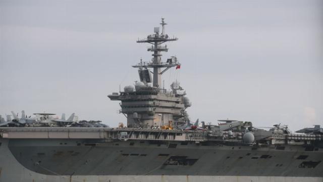 Mục kích tàu sân bay USS Theodore Roosevelt vào vịnh Đà Nẵng