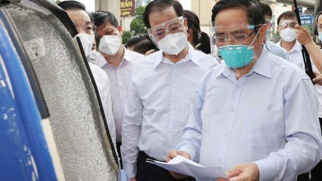 Thủ tướng kiểm tra đột xuất điểm nóng Covid-19 ở Hà Nội