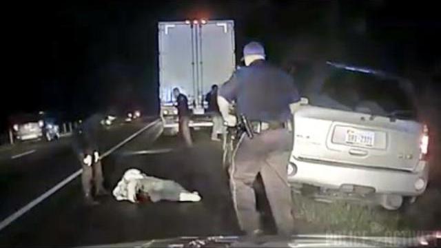 Cảnh sát Mỹ nổ súng vì tưởng nhầm ví của nạn nhân là súng