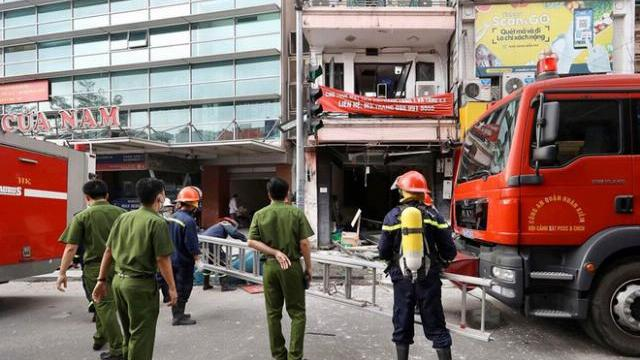 Hà Nội: Nổ bình gas kinh hoàng tại nhà hàng gà rán ở phố Cổ, 3 người nguy kịch nhập viện cấp cứu