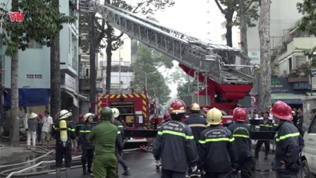 Đang xem U23 Việt Nam thi đấu cả trăm người tháo chạy vì cháy nhà