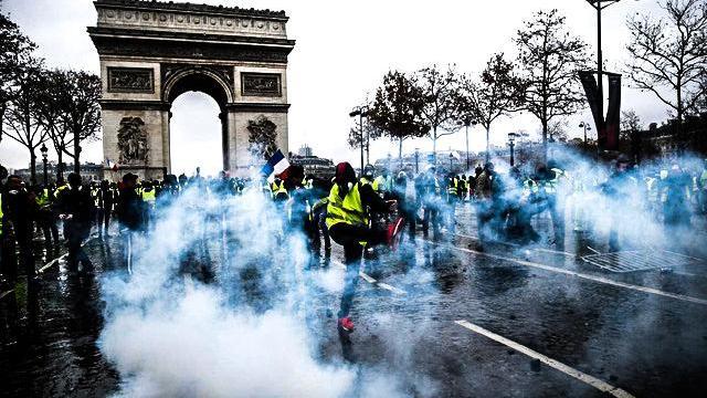 Không riêng gì Việt Nam, tại Pháp bạo loạn cũng là cơ hội của những kẻ lưu manh, vô lại