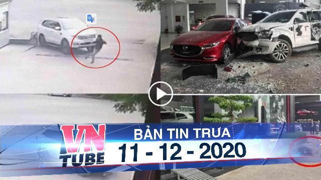 Nữ tài xế đạp nhầm chân ga, ô tô lao vào showroom một người tử vong