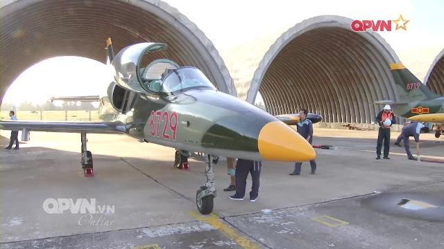 Phi công Không quân Việt Nam: Những cánh bay giữ trời Tổ quốc - Tập 1