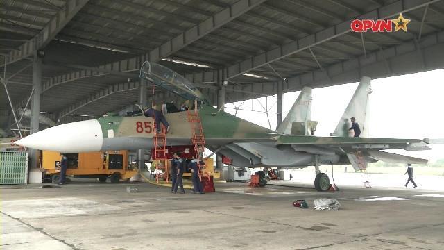 Phi công Không quân Việt Nam: Những cánh bay giữ trời Tổ quốc - Tập 3