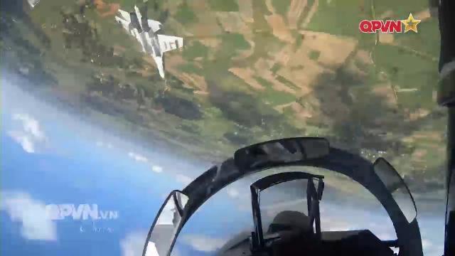 Phi công Không quân Việt Nam: Những cánh bay giữ trời Tổ quốc - Tập 4