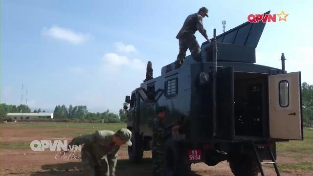 Lực lượng tác chiến điện tử Việt Nam làm chủ khí tài hiện đại