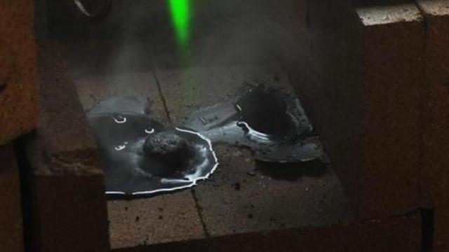 Vũ khí laser nung chảy thép trong vài giây