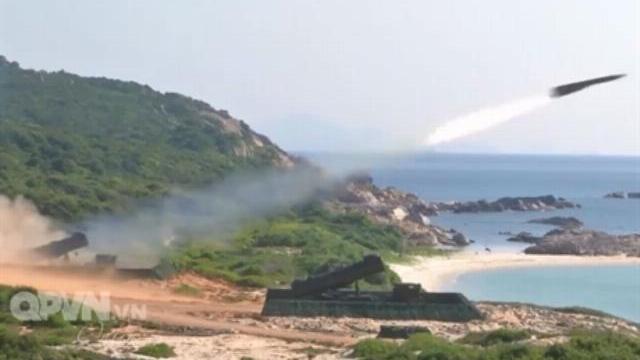 Hải quân Việt Nam phóng loạt tên lửa