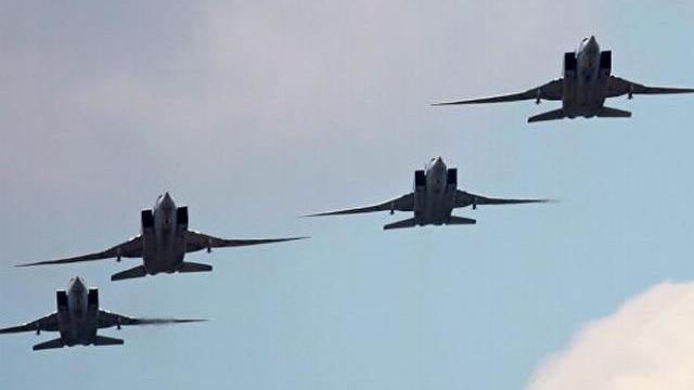 Oanh tạc cơ Tu-22M3 hủy diệt kho vũ khí cực lớn của IS