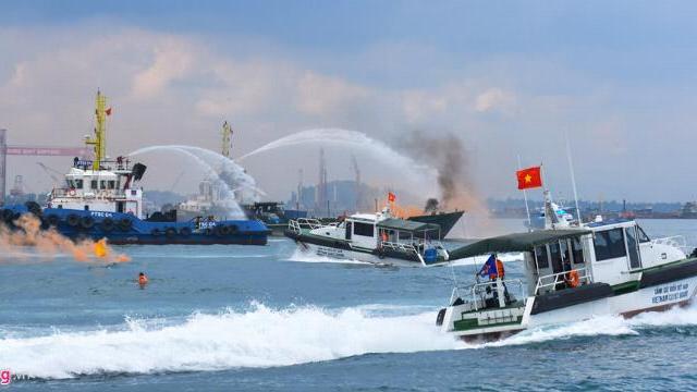 Cảnh sát biển, bộ đội biên phòng diễn tập cứu hộ, cứu nạn trên biển