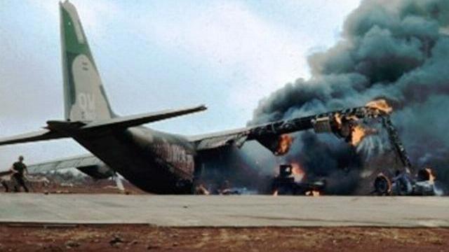 Khoảnh khắc máy bay vận tải C-130 gặp nạn trong khi đang thả xe tăng.