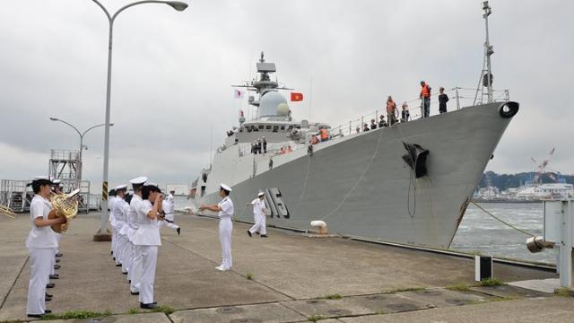 Tàu Hải quân Việt Nam được chào đón ở Osaka, Nhật