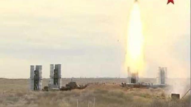 Hệ thống tên lửa phòng không S-400 của Nga khai hỏa