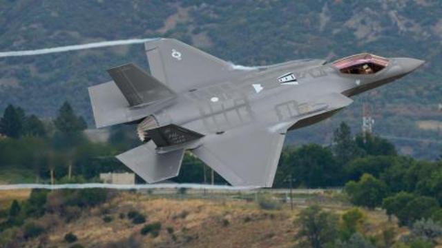 Clip màn bay tầm thấp cực đỉnh của F-35