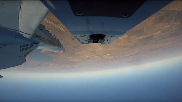 Màn nhào lộn né tên lửa ngoạn mục của máy bay chiến đấu Nga