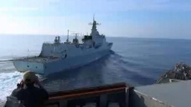 Tàu khu trục Lan Châu áp sát USS Decatur hôm 30/9