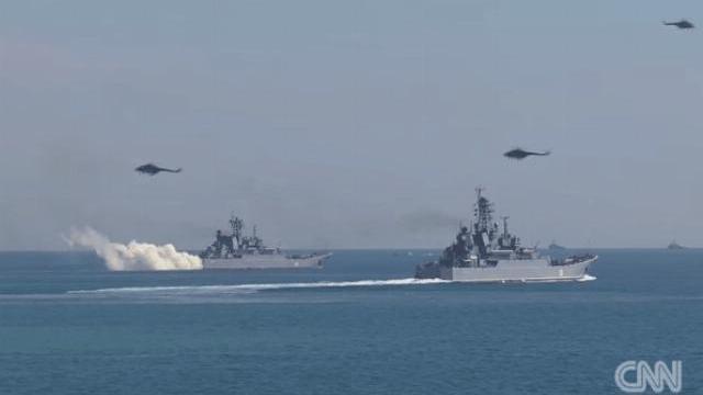 Khoảnh khắc tàu Nga va chạm với tàu Ukraine trên Biển Đen