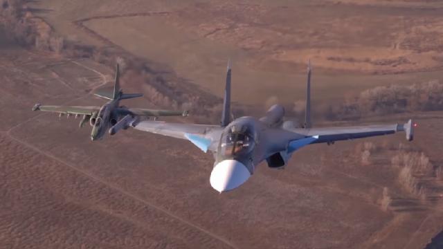 Màn biểu diễn kết giữa Su-34 với Sukhoi Su-25