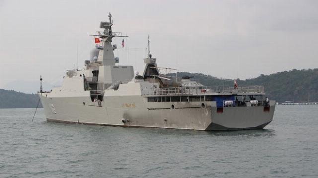 Tàu hộ vệ Việt Nam duyệt binh trên biển tại Malaysia
