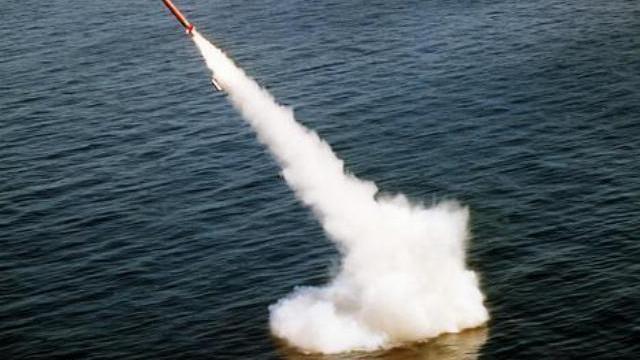 Nga phóng tên lửa đạn đạo Bulava và Sineva từ tàu ngầm.mp4